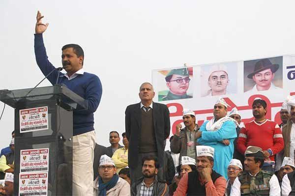 Shoe Thrown At Arvind Kejriwal in Rohtak - blamed to PM Narendra Modi