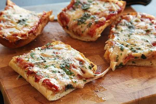 How to Make Bread Pizza on Tava at home