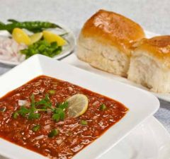 Pav bhaji Recipe in Hindi - How to make yummy Pav bhaji at Home