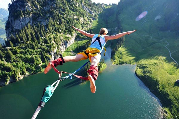 You feel the ultimate thrill when you bungee jump from a height of 83 metres. Image credit - www.jumpingheights.com