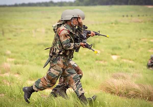 Two soldiers were martyred as Indian army foils infiltration bid in kashmir
