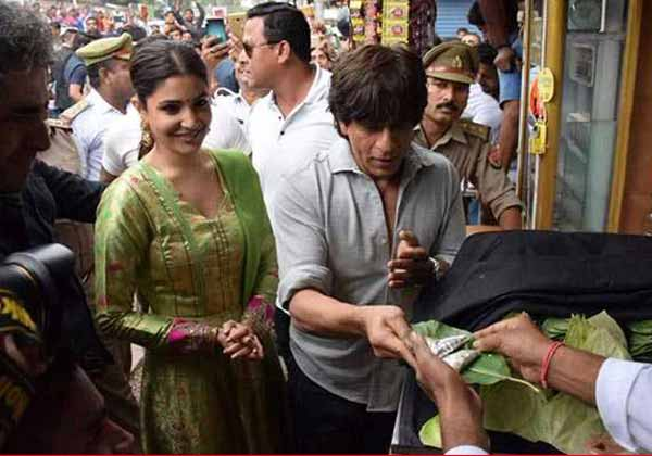 Shahrukh and Anushka in Banaras